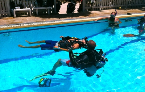 Pratique de l'exercice no 7 de la formation PADI Rescue Diver